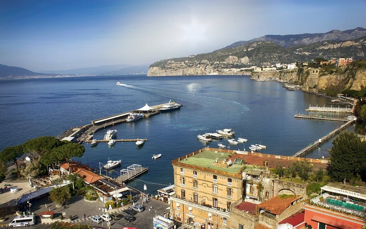 Visit sorrento the sorrentine peninsula booking hotel for Italy b b
