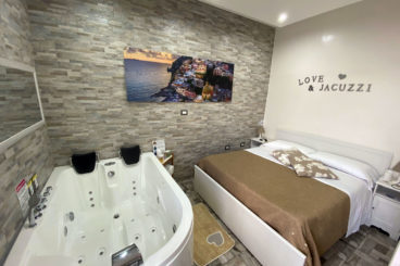 Queen room with Jacuzzi tub