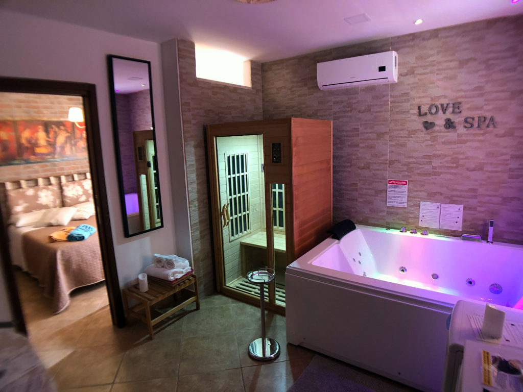 Pompeii suite with Spa Maxi, Jacuzzi and Sauna
