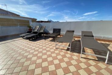 Apartamento con terraza y vistas al Vesubio.