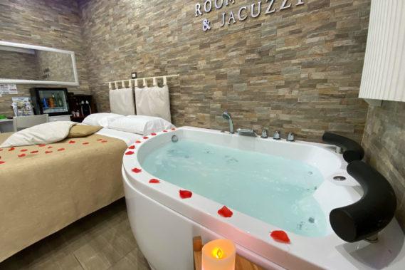 Camera matrimoniale con vasca idromassaggio