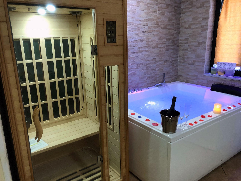Camera Con Vasca Idromassaggio : Pompei suite con spa maxi vasca jacuzzi e sauna. tutto in camera!